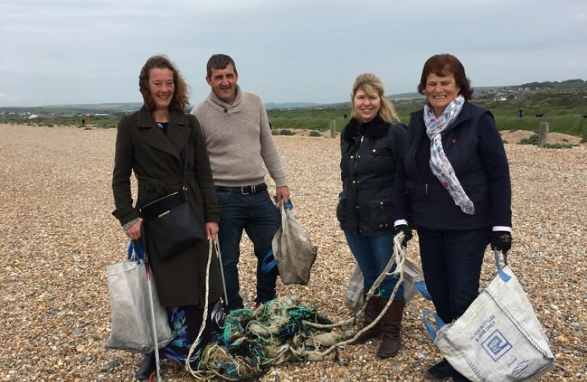 Maria Caulfield Seaford Beach Clean